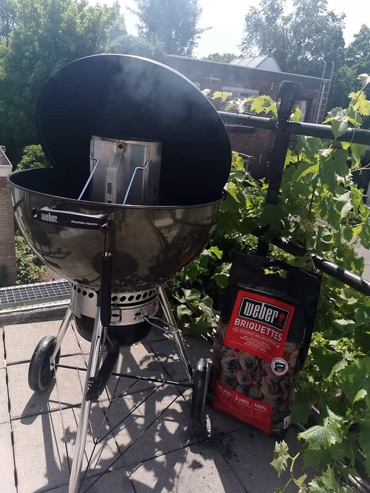 BBQ Breakfast barbecue aansteken